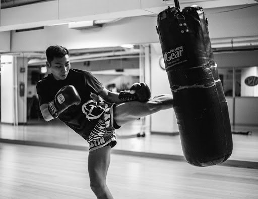 How To Choose The Best Heavy Bag Gloves For Muay Thai